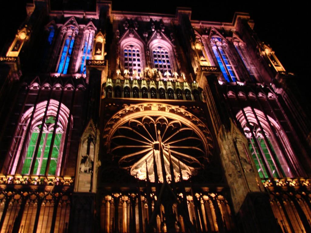 Münster in Straßbourg während der sommerlichen Illumination